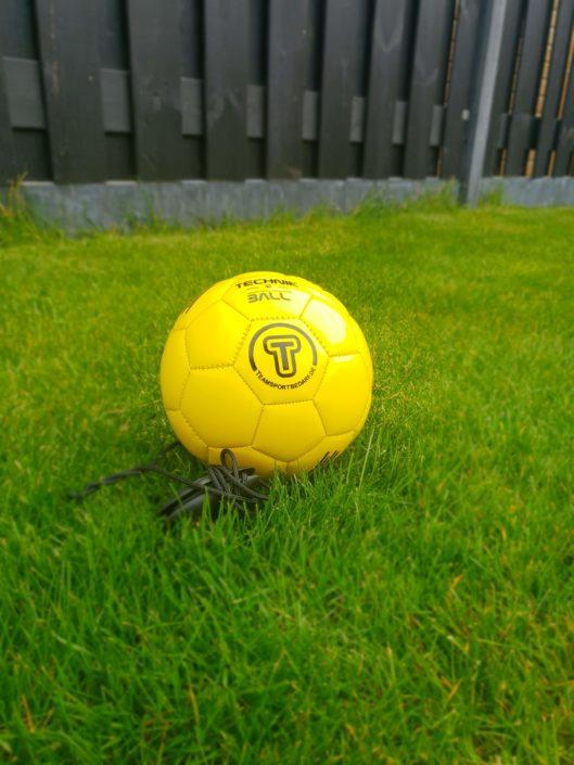 Techniekbal geel (klein). Bevat gebruikssporen